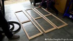 How to Make a DIY Folding Screen - Hide stuff with a folding screen. Learn how to make a diy folding screen. Diy Screen Door, Screen House, Wooden Screen, Room Screen, Diy Privacy Screen, Screen Doors, Folding Screen Room Divider, Diy Room Divider, Folding Screens