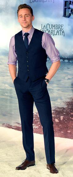 Tom Hiddleston poses during a photocall for 'Crimson Peak' in Barcelona, Spain on October 5, 2015. Full size image: http://ww4.sinaimg.cn/large/6e14d388gw1ewqkam7tpvj21jk2bce81.jpg Source: Torrilla, Weibo