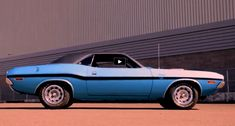 Beautiful color scheme, Vinyl top. R/T package and Big Elephant under the hood backed by auto transmission this 1970 Dodge Challenger is a real time capsule.