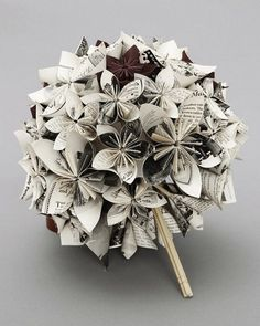 Besides become a tradition, wedding bouquet also beautify appearance of the bride. An unique wedding bouquet that you can choose such as origami wedding flower. Origami Paper, Diy Paper, Paper Crafting, Paper Art, Origami Ball, 3d Origami, Oragami, Flower Crafts, Papercraft