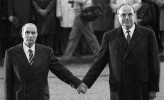 22 septembre 1984 Poignée de main entre François Mitterrand et Helmut Kohl à Verdun-Douaumont