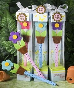Excitement will grow when you choose these adorable flower pens as cheery pen favors for any occasion Foam Crafts, Diy And Crafts, Crafts For Kids, Paper Crafts, Polymer Clay Pens, Pen Toppers, Garden Baby Showers, Flower Pens, Craft Fairs