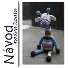 """Háčkovaná žirafa Evelin - návod Řádek po řádku vlastní návod na žirafu Evelin. Evelína je ze 100% bavlny. Sedící měří 34 cm. Celkově dorostla47 cm. Řádkový návod je detailně zpracován, včetně fotografií jednotlivých částí, fotonávodu""""dozdobení"""" hračkya postupu při sešití. Po zaplacení je návod zaslán e-mailem ve formátu PDF."""
