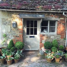80 Beautiful Front Yard Cottage Garden Landscaping Ideas – Wholehomekover – Garden & Tips Cottage Front Doors, Cottage Door, Garden Cottage, Cottage Windows, Country Front Door, English House, English Cottages, House Front, Garden Inspiration