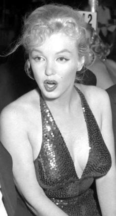 Marilyn Monroe / Мэрилин Монро s photos Marilyn Monroe Cuadros, Marilyn Monroe Decor, Marilyn Monroe Painting, Marilyn Monroe Portrait, Marilyn Monroe Photos, Norma Jean Marilyn Monroe, Cinema Tv, Films Cinema, Marilyn Monroe Brunette