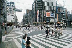 昭和45年、東京・新宿のスクランブル交差点(1970年撮影) 【時事通信社】