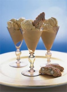 Vin Santo ice cream with cantuccini. Sweet wine ice cream with biscotti cookies. Nigella Lawson, your recipes are always lovely.