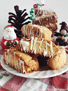 Cake Mix Biscotti w/ Craisins & White Chocolate - Living The Gourmet White Chocolate Recipes, White Chocolate Cake, Chocolate Chocolate, Chocolate Cookies, Cake Mix Desserts, Cake Mix Cookies, Xmas Cookies, Gingerbread Cookies, Cupcakes