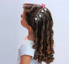 Pin by Vianey Cruz on peinados in 2019 Church Hairstyles, Communion Hairstyles, Braided Hairstyles, Cool Hairstyles, Girl Hair Dos, Pageant Hair, Crazy Hair Days, Girls Braids, Toddler Hair