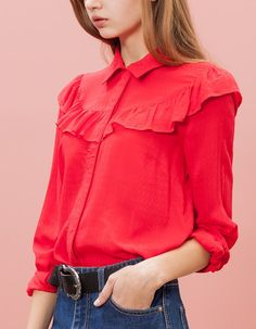 Stradivarius Shirt with frill trim Hijab Fashion, Fashion Outfits, Womens Fashion, Color Combinations For Clothes, Fashion Forecasting, Cute Fashion, Pretty Outfits, Blouse Designs, Marie
