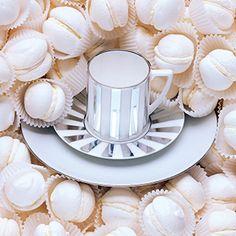 Jasper Conran Platinum Striped Espresso Saucer Wedgwood.  L'expresso doit être sûrement meilleur dans cette tasse ...Une merveille !!