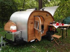 Want to get a teardrop trailer for summer camping? These adorable trailers can be towed by even a mid-sized car. Check out our pics for the best teardrop campers of 2019 for your RVing adventure. Teardrop Camper For Sale, Teardrop Trailer Interior, Teardrop Trailer Plans, Teardrop Camping, Diy Camper Trailer, Teardrop Caravan, Tiny Camper, Rv Campers, Camper Parts