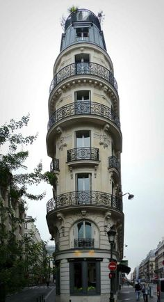 Flat iron building, Paris.