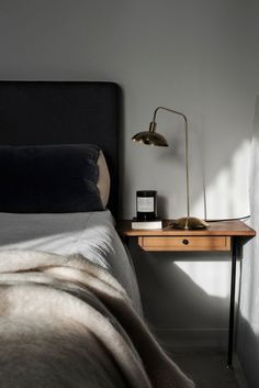 Bedroom Inspo One of our favourite bedrooms! - Architecture and Home Decor - Bedroom - Bathroom - Kitchen And Living Room Interior Design Decorating Ideas - Small Room Bedroom, Home Decor Bedroom, Bedroom Ideas, Small Rooms, Bedroom Lamps, Bedroom Lighting, Wall Lamps, Bedroom Wall, Bed Room
