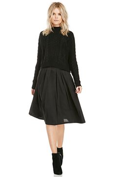 DAILYLOOK A-Line Pleated Midi Skirt in Black S - M | DAILYLOOK