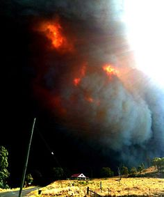 """Australian bushfire - """"I couldn't believe it"""" . Mark Barrow was heading towards the Warrumbungle National Park when he saw this fire. Australian Bush, Wild Fire, Wild Nature, Victoria Australia, Natural Disasters, Nature Pictures, Amazing Nature, Places To Go, National Parks"""
