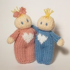 Love Hearts Bitsy Baby Doll Knitting pattern by Claire Fairall - Stricken - lolsurprise Baby Scarf, Christmas Knitting Patterns, Arm Knitting, Knitting Needles, Paintbox Yarn, Red Heart Yarn, Knitted Dolls, New Baby Gifts, Doll Patterns