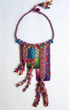 b219d59247b209739788a402f6321192.jpg (600×960) Pinned by @Manaro Design  Jewelry | Beading | Bracelet | Necklace | Earrings