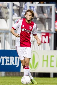 Daley Blind is the best midfielder of ajax. Here's a photo of him.