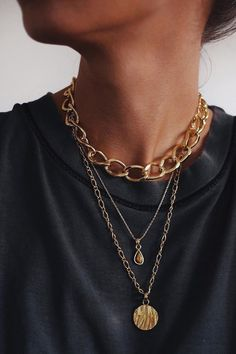 Jewellery | Sieraden | Juwelen | Gold | Goud | Statement Necklaces | Statement Ketting | Layerd Necklaces | Black T-Shirt | Inspiration | More On Fashionchick