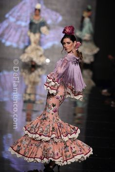 Fotografías Moda Flamenca - Simof 2014 - Nuevo Montecarlo 'Mi dulce veneno' Simof 2014 - Foto 05 Folk Fashion, Fashion Mode, Latin Ballroom Dresses, Flamenco Dresses, Spanish Dress, Mode Simple, Spanish Fashion, Frou Frou, Hippie Dresses