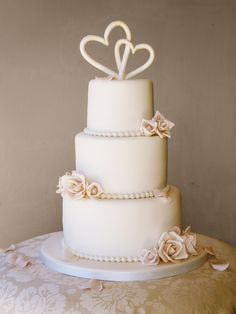 like the placement of flowers on this cake, no hearts