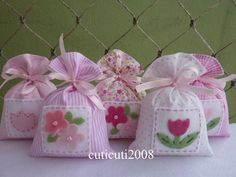 Mini Gift Bags, Small Gift Bags, Lavender Bags, Lavender Sachets, Handmade Crafts, Diy And Crafts, Crafts For Kids, Birthday Souvenir, Scented Sachets
