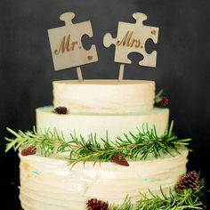 Mr Mrs Wooden Wedding Cake Topper - Wedding Look Wood Wedding Cakes, Wood Wedding Decorations, Wedding Cake Fresh Flowers, Rustic Wedding Cake Toppers, Love Birds Wedding, Wedding Cake Designs, Decor Wedding, Wedding Ideas, Bird Decorations