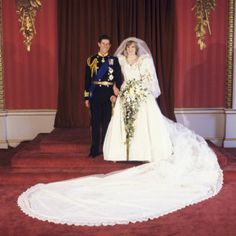 July Lady Diana Spencer marries Prince Charles at St. Paul's Cathedral in London. Diana and Charles official wedding photograph Prince Charles Wedding, Princess Diana And Charles, Prince And Princess, Prince Harry, Uk Prince, Princess Stephanie, Lady Diana Spencer, Lady Sarah Chatto, Famous Wedding Dresses