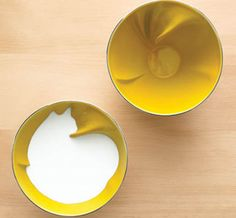 Geraldine De Beco design for Bernardaud Animal Breakfast Bowls with a twist that is only revealed once you add milk. So fun! Tassen Design, Gadgets, 3d Prints, Cereal Bowls, Cereal Milk, Rice Bowls, Breakfast Bowls, Breakfast Cereal, Mellow Yellow