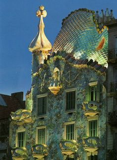 Casa Batlo in Barcelona Spain designed by Antoni Gaudi. I would love to visit this in person someday. Interesting Buildings, Amazing Buildings, Beautiful Architecture, Art And Architecture, Places To Travel, Places To Visit, Antonio Gaudi, Modernisme, Spain And Portugal