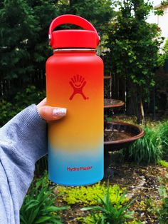 Hydro Flask makes double wall vacuum insulated stainless steel water bottles backed by a lifetime warranty. Cute Water Bottles, Best Water Bottle, Bpa Free Water Bottles, Water Bottle Design, Plastic Bottles, Hydro Flask Sale, Hydro Flask Water Bottle, Hydro Flask Colors, Stainless Steel Water Bottle