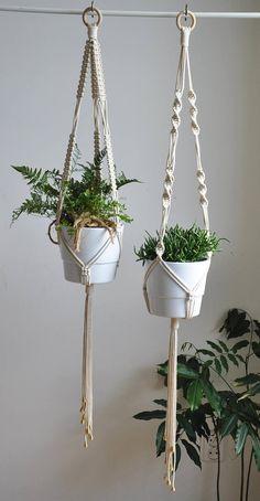 Moderne Set von Blumenampeln im Boho-Scandi-Stil. Erstellen von privaten Dschungel in Ihrem Haus oder geben Sie es als Einweihungsgeschenk! AUF Bestellung, versandfertig in 3-5 Werktagen >> Farbe: natürliche Baumwolle/Ecru/Beige/Leinen >> Maße: (dieses Angebot ist für die Blumenampel nur,