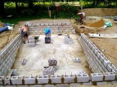 DIY with cinder blocks Natural Swimming Ponds, Swimming Pool Construction, Diy Pool, Swimming Pools Backyard, Swimming Pool Designs, Concrete Pool, Pool Waterfall, Luxury Pools, Building A Pool