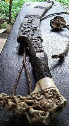 Knives And Tools, Knives And Swords, Zombie Weapons, Sword Design, Swords And Daggers, Arm Armor, Fantasy Weapons, Cold Steel, Arrows