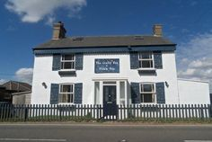 Former pub 'The Crafty Fox' is now a five bedroom house on London Road, Chatteris. Built circa 1830 (2012)