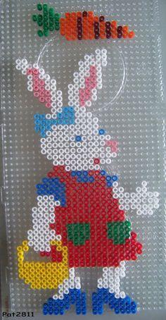 strijkkralen / lapin * http://www.creactivites.com/234-plaques-perles-a-repasser-midi-hama