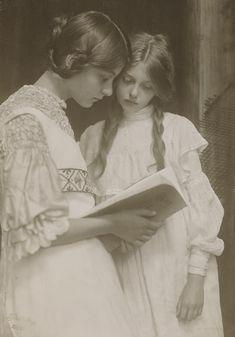 Gertrude and Ursula Falke 1906