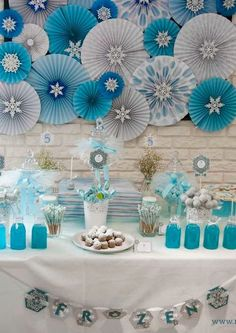 Frozen birthday party table See more party planning ideas at Frozen Themed Birthday Party, Elsa Birthday, Birthday Party Tables, Frozen Party Table, Table Party, Winter Birthday, 4th Birthday, Birthday Ideas, Frozen Decorations