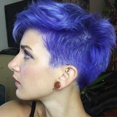 Mood Ring - short purple hair Love the haircut Periwinkle Hair, Violet Hair Colors, Bright Hair Colors, Hair Color Dark, Cool Hair Color, Short Purple Hair, Short Hair Cuts, Purple Pixie, Corte Fade
