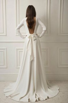 Crepe Wedding Dress with Bow Wedding Dress .- Krepp-Hochzeitskleid mit Schleife Crepe wedding dress with bow wedding dress - Crepe Wedding Dress, Wedding Bows, Wedding Dress Trends, Dream Wedding Dresses, Wedding Ideas, Lace Weddings, Sleeve Wedding Dresses, Evening Dresses For Weddings, Wedding Planning