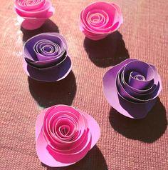 Rosas de cartulina  Os gustaría un post contando cómo se hacen ? si no ---> catiferran.blogspot.com <--- #hechoencasa #homemade #craft #papel #paper #roses #doityourself