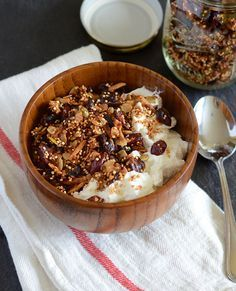 greek yogurt recipes Coconut Quinoa Granola Interesting Post from our sister site Health Tips Watch: 7 Amazingly Easy Fixes For Snoring - ww. Healthy Desayunos, Healthy Snacks, Healthy Eating, Coconut Quinoa, Quinoa Food, Coconut Oil, Eat Breakfast, Breakfast Recipes, Cookies Banane