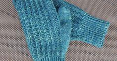 Mormorsvantar   Min mor stickade ett par ljusgrå vantar en gång. Jag använde dem. Mina barn använde dem. Till slut var de mer hål än vantar.... Knit Crochet, Weaving, Knitting, Inspiration, Biblical Inspiration, Tricot, Breien, Ganchillo, Stricken