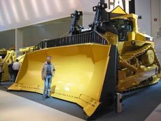 ◆ Visit ~ MACHINE Shop Café ◆ (Caterpillar Dozer is Huge). Caterpillar Bulldozer, Caterpillar Equipment, Caterpillar Toys, Mining Equipment, Heavy Equipment, Zombie Survival Vehicle, Bulldozer For Sale, Earth Moving Equipment, Tonka Toys