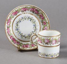 SEVRES - Gobelet litron et sa soucoupe en porcelaine dure de la troisième grandeur[...], Porcelaines et Faïences du XVIe au XIXe Siècles à Pescheteau-Badin | Pescheteau-Badin