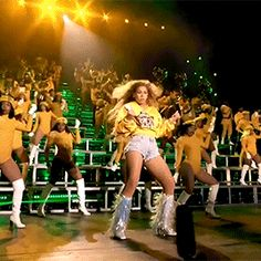 yoncehaunted: I be gettin to the money, everybody. Estilo Beyonce, Beyonce Style, Beyonce Knowles Carter, Beyonce And Jay Z, Cute Celebrities, Celebs, Queen Bee Beyonce, Beyonce Performance, Beyonce Pictures