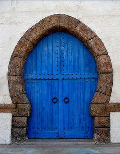 Diferente y hermosa puerta en azul royal....AV