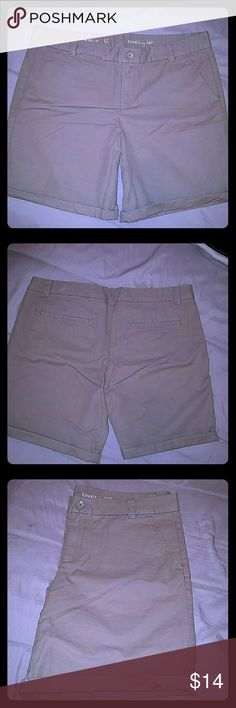"""Boyfriend Roll up size 12 KHAKIS By GAP, Brand new, never worn Dimensions: waist 18"""", inseam 9"""" & rolled up 7"""" GAP Shorts"""