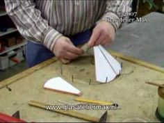 "Lampshade jig, suitable for any diameter, and a lot of other tips   and trics, explained in part 1(Tiffany, How to.)of the series ""Stained Glass in Practice""   http://www.glasateliermax.nl      A series instruction DVD's, in NTSC- and PAL-standard format, about stained glass in general.  Part 1 - ""Tiffany, how to."",  Part 2 - ""Stained Glass"",  P..."